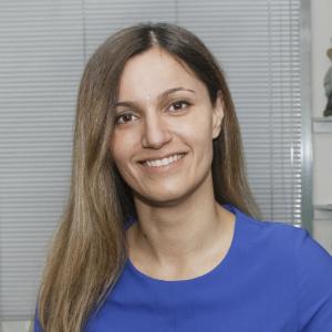 Dr Yeganeh Khavar